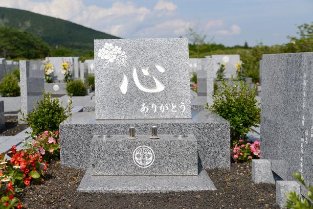 墓石に彫刻を彫り込む方法
