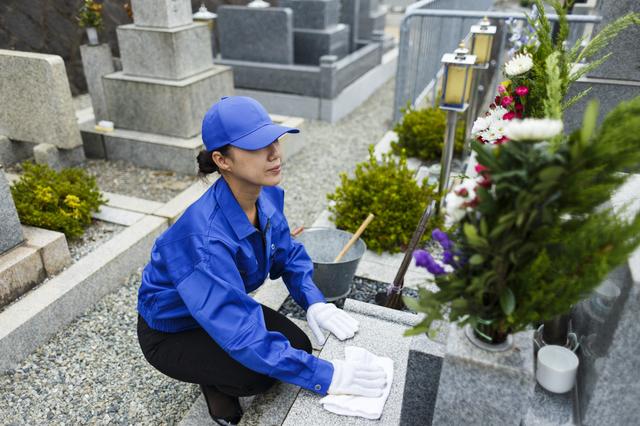 墓石の雑草と手入れ方法