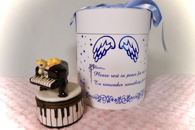 ミニ骨壺の使い方や種類