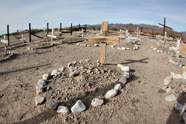 お墓と土葬、火葬、水葬の関係性